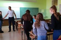 Čas-praktične-obuke-za-samoodbranu-u-Gimnaziji-u-Ruskom-Krsturu-5-678x381